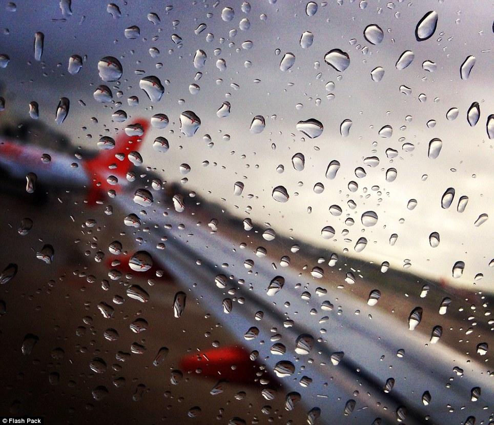 Foto Foto Air Hujan Membasahi Jendela Pesawat Ketika