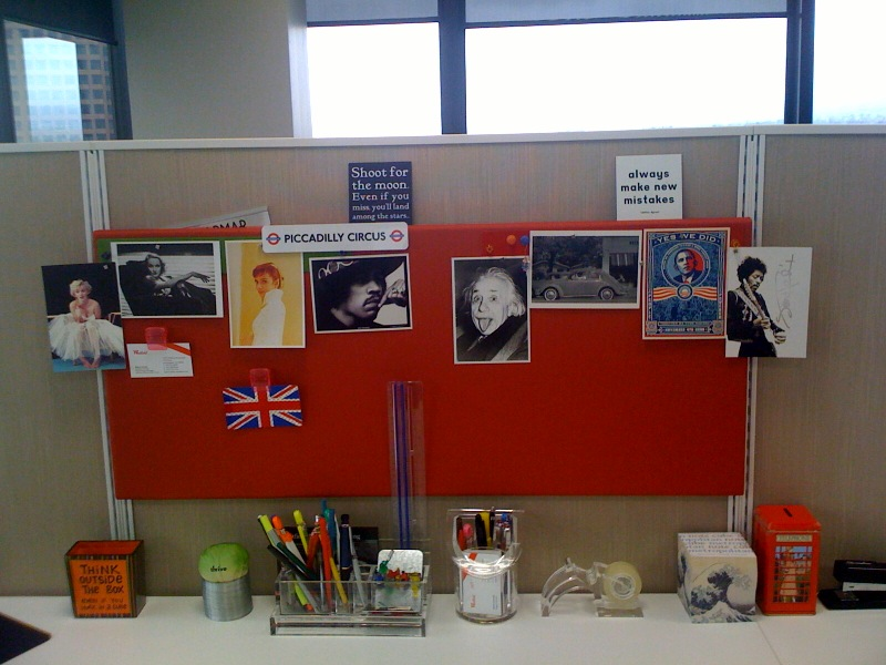 10 ide kreatif dekorasi meja kerja kantor simomot Cubicle bulletin board ideas