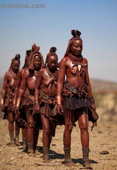 Gaya rambut gimbal Suku Himba ini benar-benar spektakuler