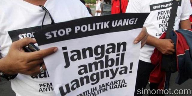 Spanduk Sindiran Warga Terhadap Serangan Fajar Jelang Pemilu Besok