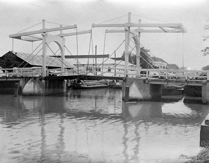 Jembatan Gantung Kota Intan (wikipedia.org)