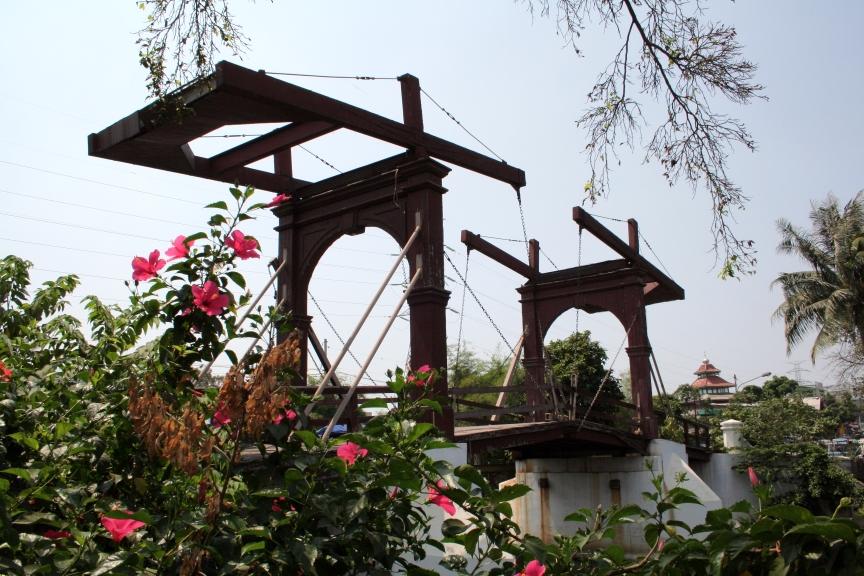 Jembatan Kota Intan in Jakarta (old Dutch drawbridge) - wikipedia.org