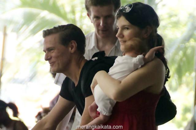 Nama-nama bayi selebritis dunia - Pasangan Bryan Adams - Alicia Grimaldi dan anaknya.