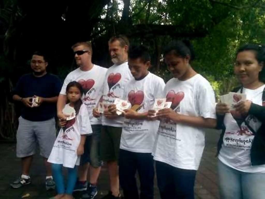 LSM Mercy Campaign asal Australia demo tolak hukuman mati di Bali. (DetikNews)