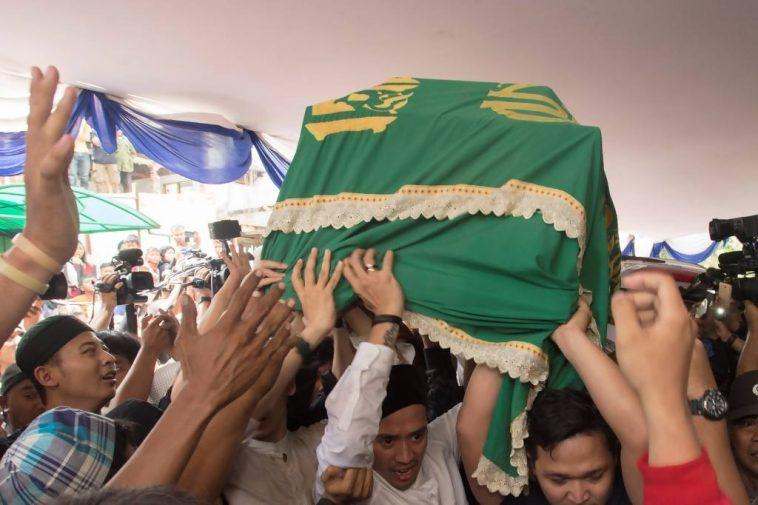 Foto Foto Pemakaman Olga Syahputra Selamat Jalan Presenter Lucu Simomot