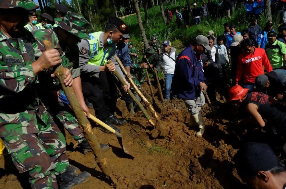 Foto-foto lengkap dan daftar korban longsor di Pangalengan ...