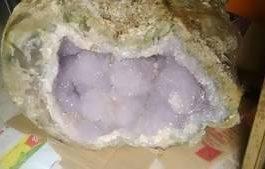 batu kristal di prambanan