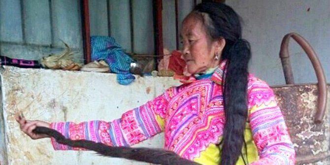 Keringkan rambut panjangmu, wanita ini butuh seminggu