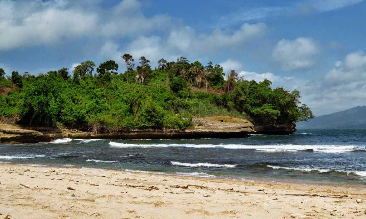 Obyek Wisata Pantai Coro Tulungagung