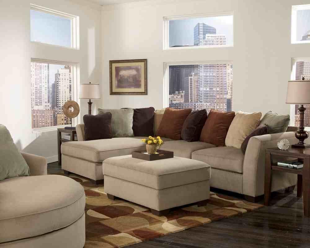hiasan sofa di ruang tamu