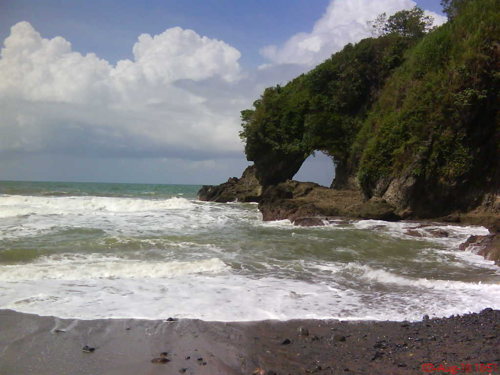 pantai karang bolong gombong