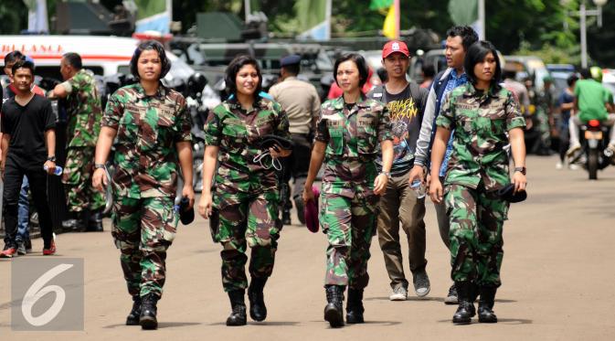 Foto-foto tentara cantik amankan Final Piala Jenderal ...