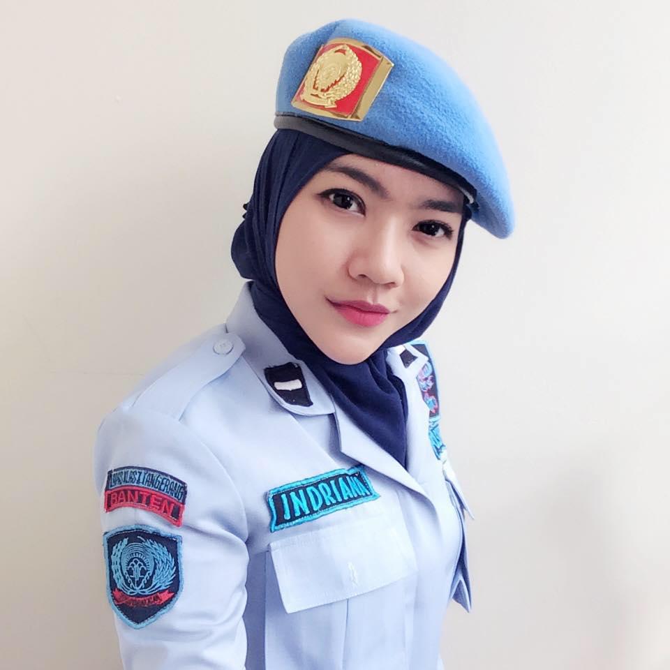 Kisah Dan Foto Foto Lengkap Yonina Indriana Sipir Cantik Di Lapas