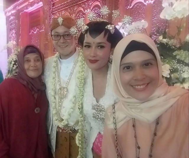 Foto-foto terlengkap pernikahan Titi Rajo Bintang dengan