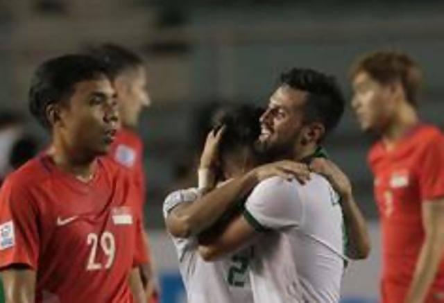 Pemain Timnas Indonesia, Stefano Lilipaly meluapkan kegembiraan seusai Tim Merah-Putih dipastikan lolos ke semifinal Piala AFF 2016 usai menekuk Singapura 2-1. (Bola.com/Nicklas Hanoatubun)