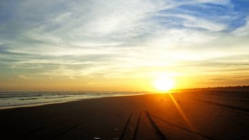Pantai di Bantul: Pantai Parangkusumo
